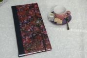 <h5>Carnet de poète</h5><p>Format 35 X 15 Cuir noir et papier marbré. Fermeture élastique et déco masque Venise laiton.</p>