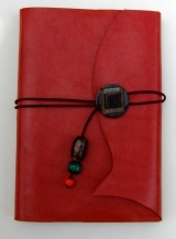 <h5>liseuse rouge et carnet coordonné</h5>